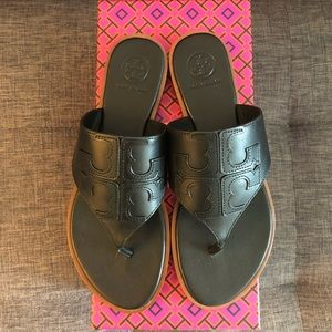 Tory Burch Jamie Full Logo Thong Sandle Size 6.5